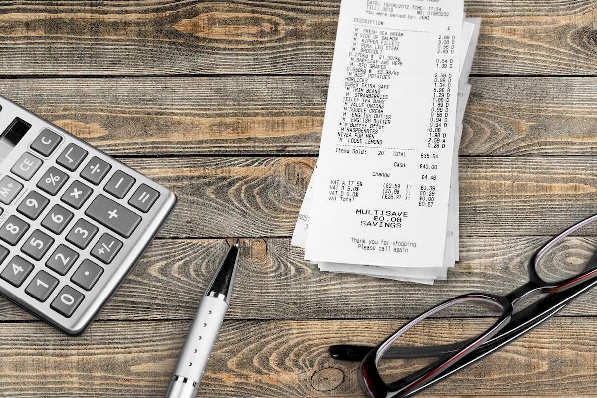出張中の経費立替えが違法かどうかについて解説